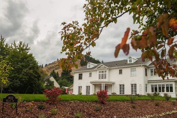 Restored 1920's Georgian Colonial Manor