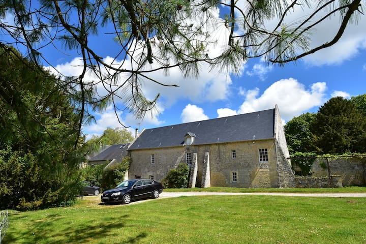 Cozy Holiday Home  in Lantheuil with Garden