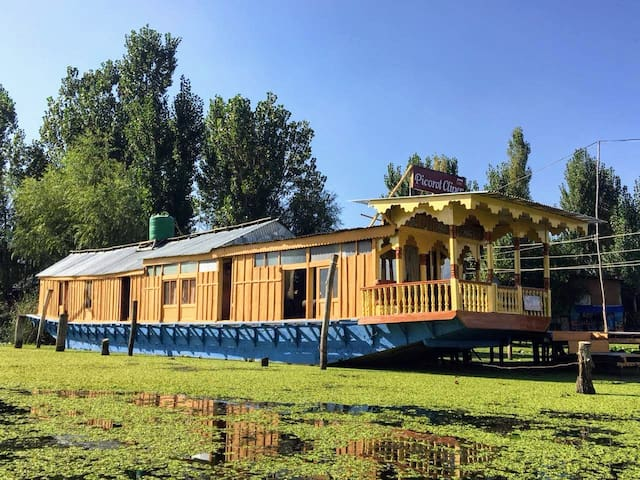 General view of the houseboat