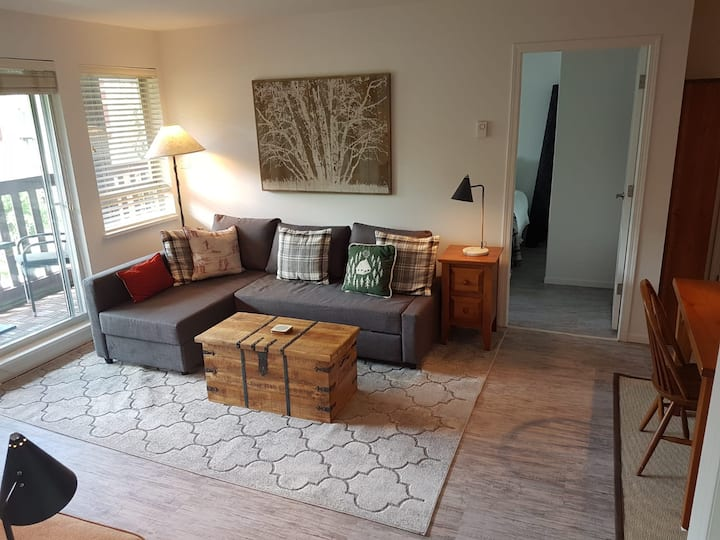 Escape the City in Fabulous Whistler Stroll 2bdrm!
