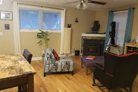 Quiet room, nice new home, suburbs north of Boston - Tewksbury - House