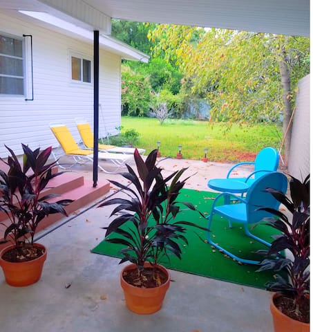 """Vibrant Mid-Century Home. """"The Parrot House"""""""