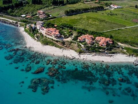 Calabria-Punta Scrugli -N5- Giardino sul mare