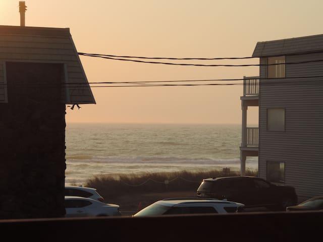 Cozy Duplex (unit 2) across the street from beach