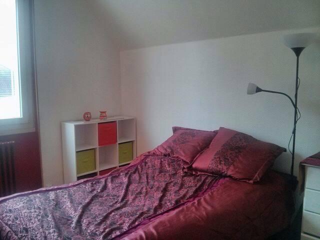 Grande chambre double quartier Fac - Dijon - Haus