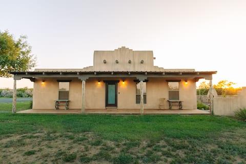 De Adobe Lodge op War Horse Ranch