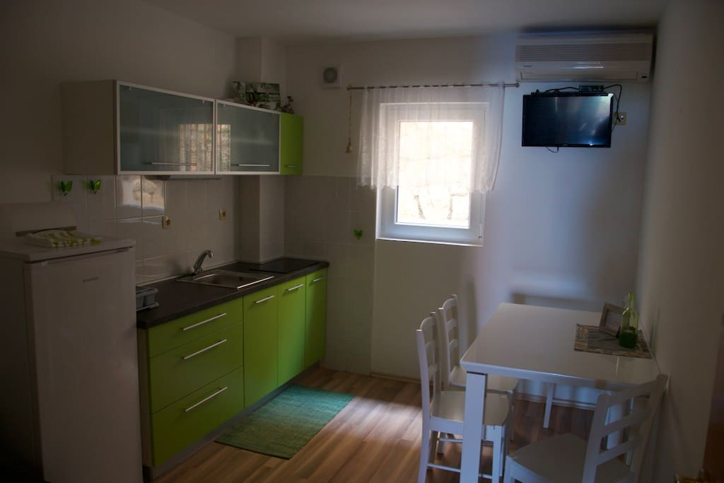 Kitchen+dining room+extra bed
