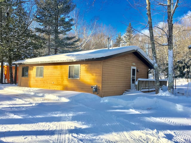 Large 3 bedroom at AuTrain Lk! LOCATION!