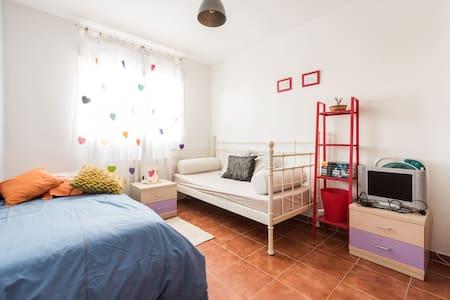 Habitación dos camas en casa unifamiliar - Illescas - บ้าน