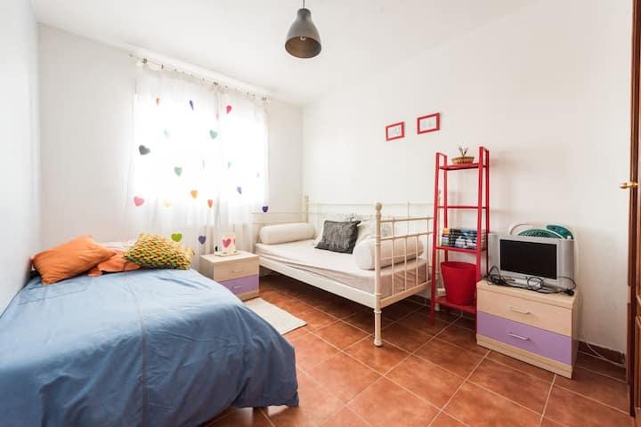 Habitación dos camas en vivenda compartida