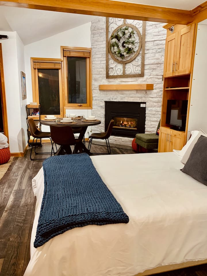 Newly Renovated Studio | Ski In/Out | Cozy Retreat