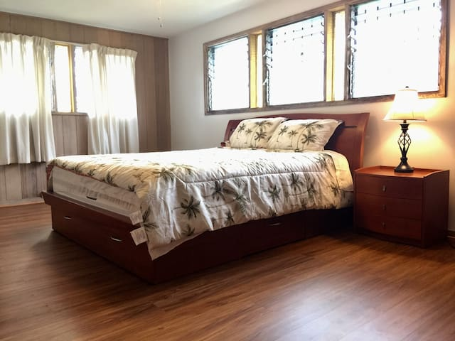 Large Private Master BDRM/BATH, Free Parking &More
