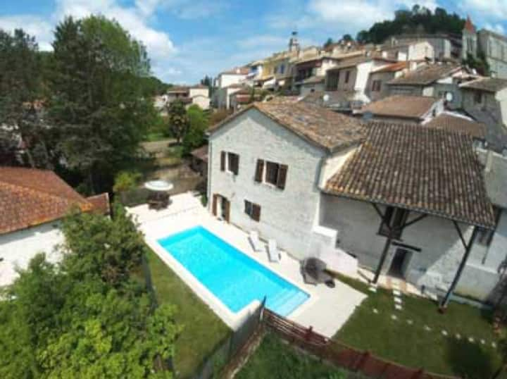 Maison Grange - Beautiful Town House with Pool