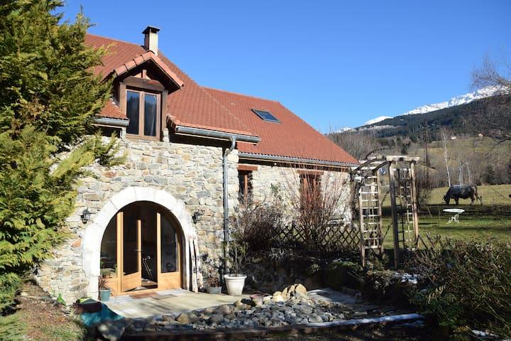 Maison de caractère à la montagne - Laval - House