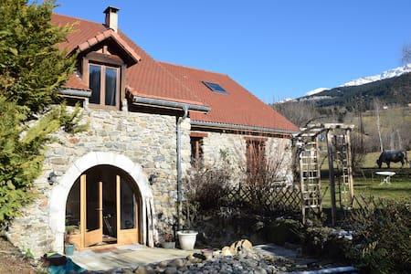 Maison de caractère à la montagne - Casa