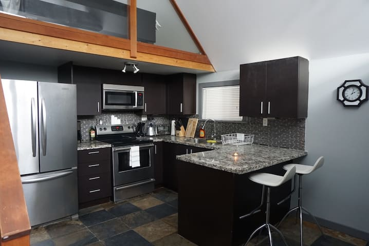 7094 Nesters Road One Bedroom Accomodation - Whistler - Huis