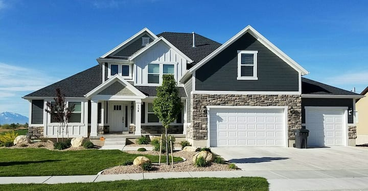 Clean Golf Home w/ Scenic Views!* Up to 8bd/4.5ba!
