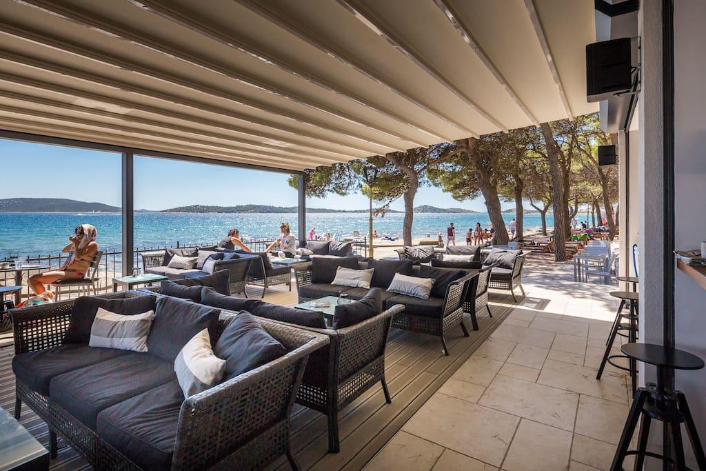 La Belle Vie Beach Bar
