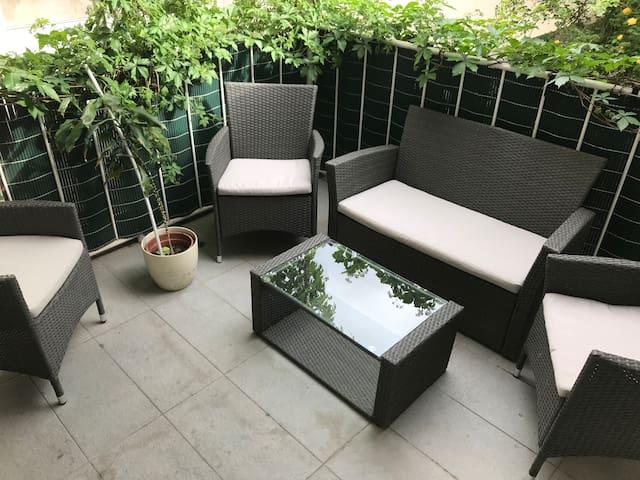 Apartment in Stadtvilla-grünen Terrasse & freeWIFI