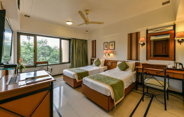★ Plush Executive Room In MIDC Near Airport ★