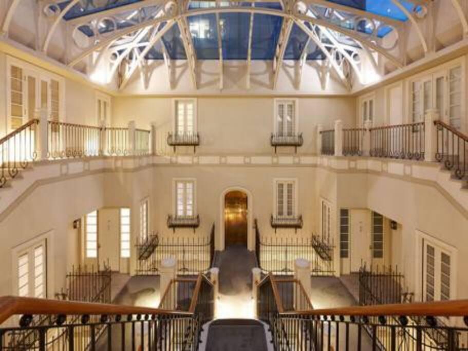 Main foyer & atrium