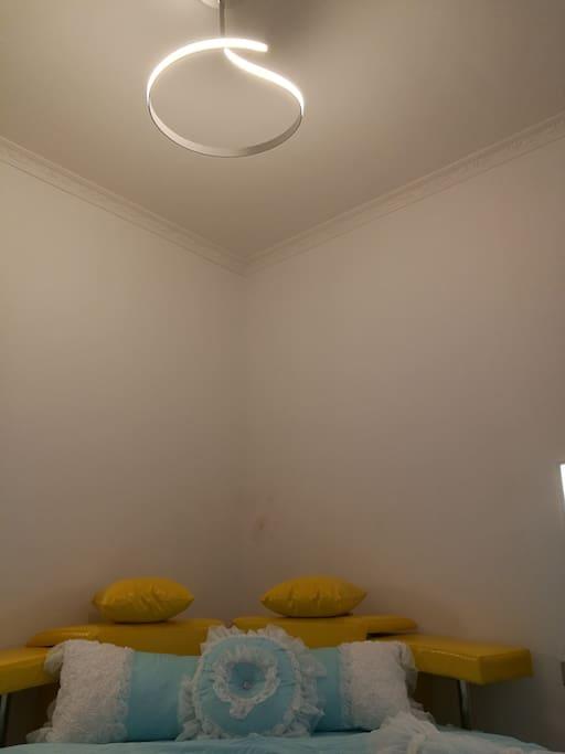 月语圆床房