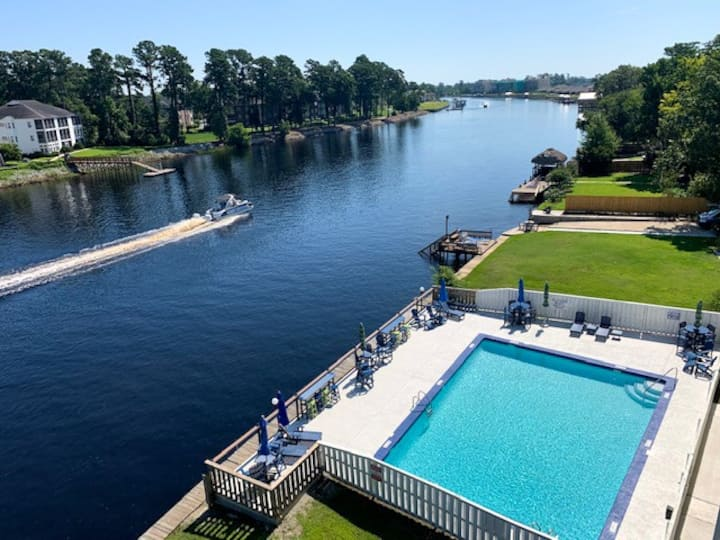 INTRACOASTAL WATERWAY FUN Bring or rent a boat or jetski  WATERFRONT POOL