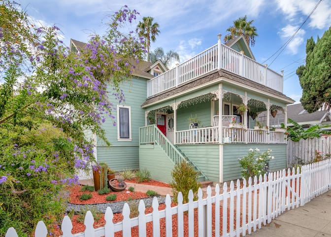 Victorian Beauty 3 BR++San Pedro Harbor w/Hot Tub