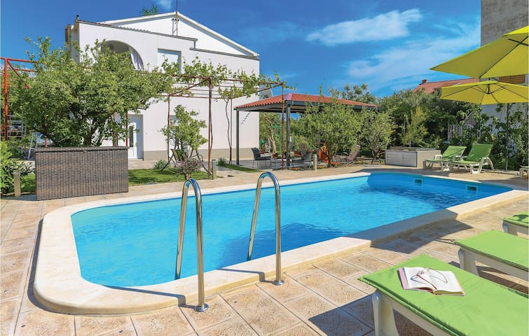 Holiday apartment with 1 bedroom on 36m² in Kastel Stari