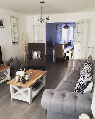 Stylish accomodation close to the city - Loanhead - Hus