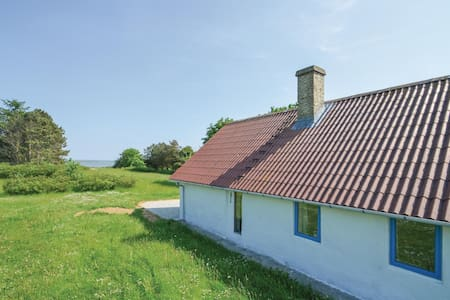 Holiday cottage with 4 bedrooms on 140m² in Vesløs