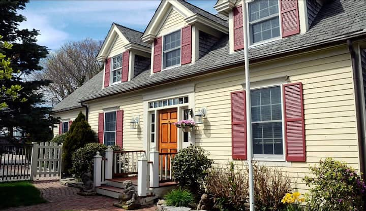 PTown Ideal Location - 3 Bed/3 Bth, 2 Living rooms