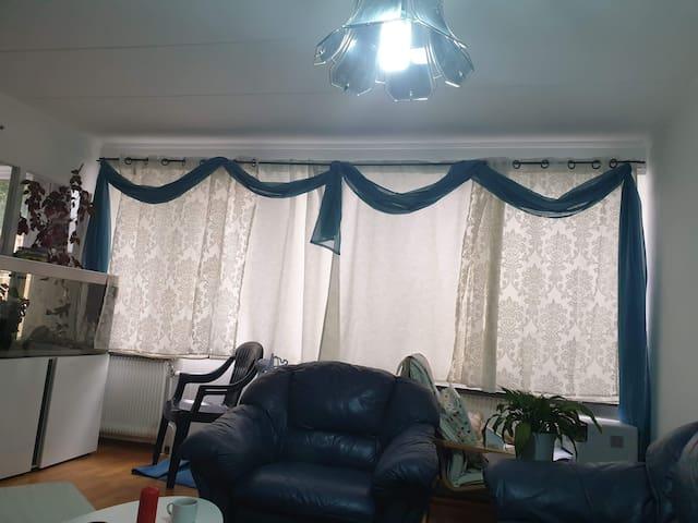Ett ledigt rum i vårt radhus i super fint område