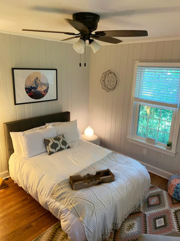 Southern Bungalow in the Heart of Everything