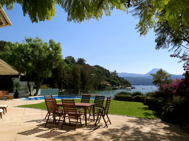 Beautiful lake front house !! - Valle de Bravo - Huis