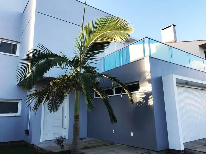 LINDA Casa ***** 3 quartos e garagem em Pelotas!