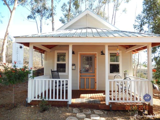Hummingbird Cottage  Farmstyle  Retreat