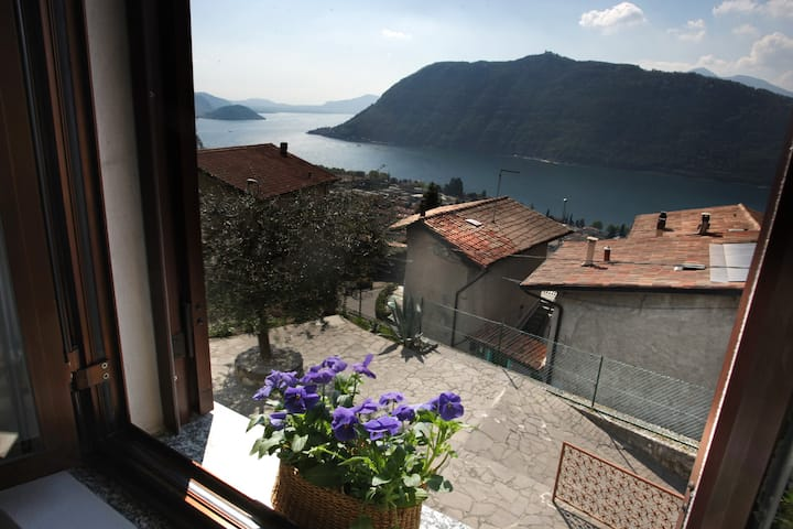 Flat on the hill facing Iseo Lake