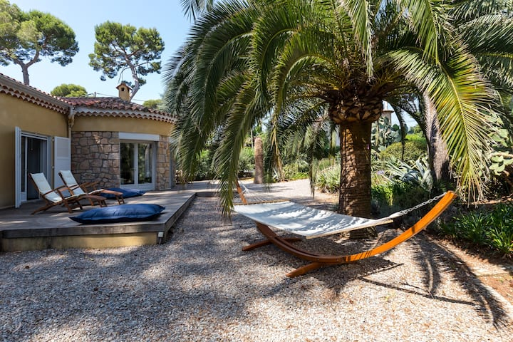 Cap d'antibes, Charming Villa within Pinewood