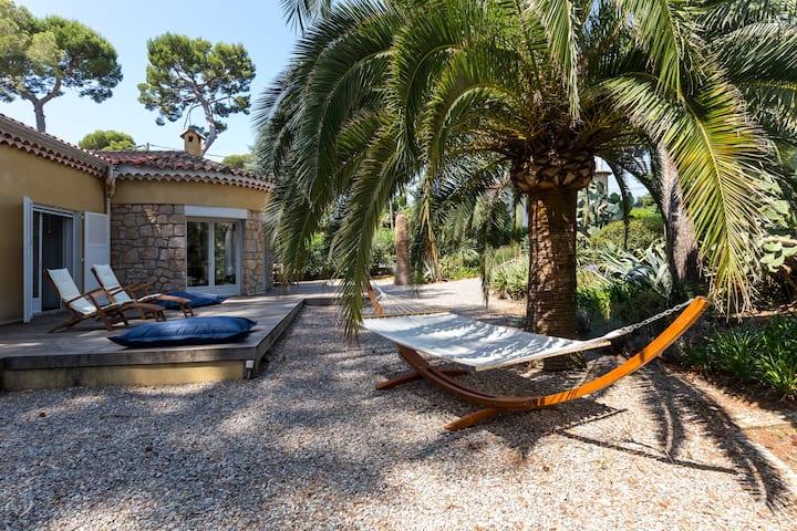Cap d'Antibes, Villa de charme dans une pinède