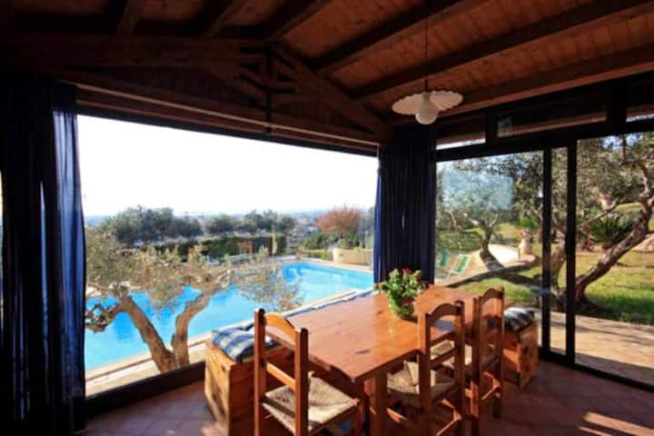 House with 5 bedrooms in Marsala, with wonderful sea view, shared pool, enclosed garden - 5 km from the beach