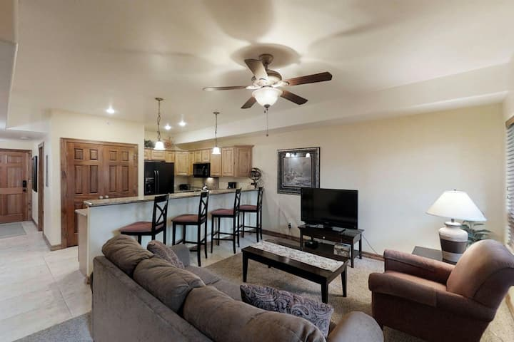 Dog-friendly condo near town w/ free WiFi, full kitchen, and more!