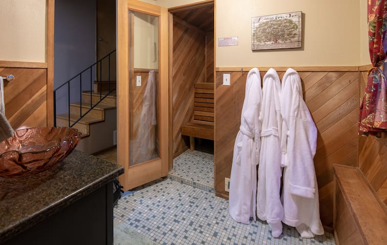 Spacious Home w/Sauna & Views 2BD/2BTH