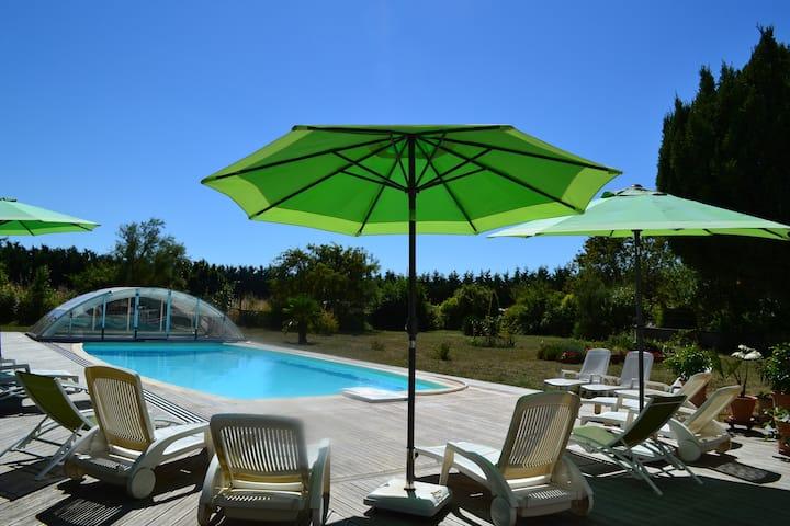 Gîte 2 personnes avec piscine couverte