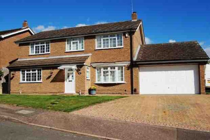 4 bed Family home in great billing village
