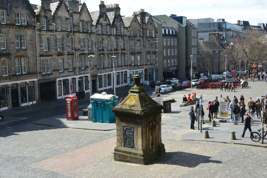 Fantastic views of Grassmarket from living room. Just 2 mins walk to the Castle too!