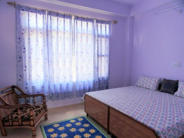 Aamantran Stays- Deluxe Room (Serene and calm) - Shoghi