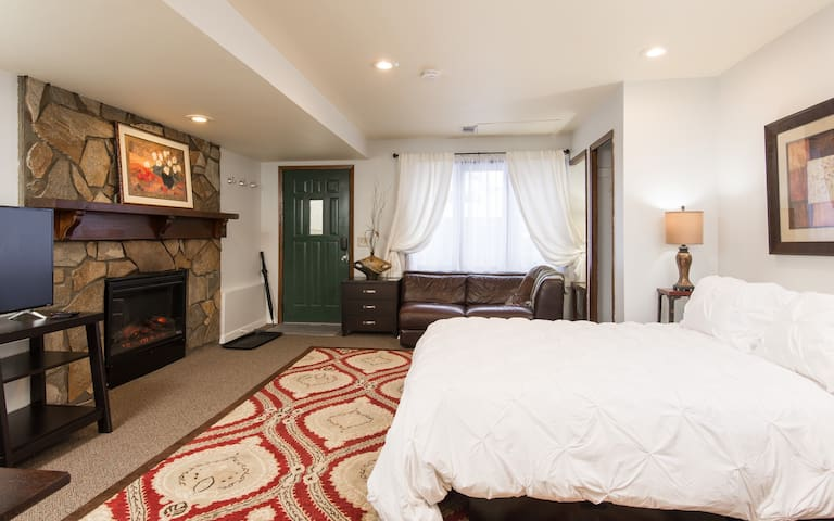 Studio 1 on Penn Ave So, $660 special for 14-days