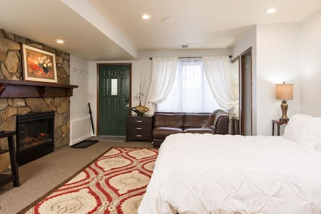 $600 special for 14-day stay on Penn, Studio 1