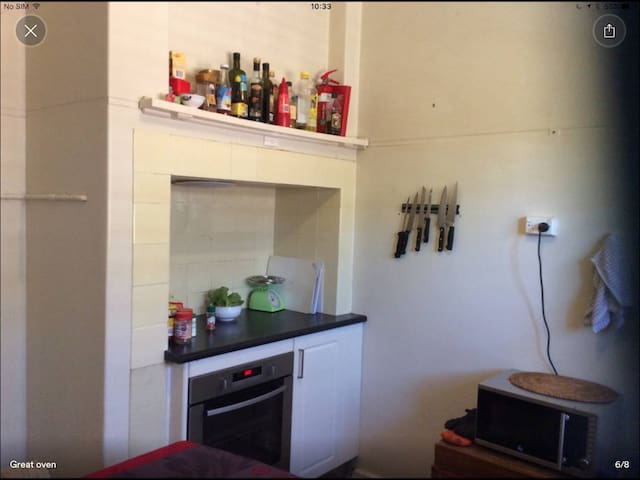 Kitchen with quality oven